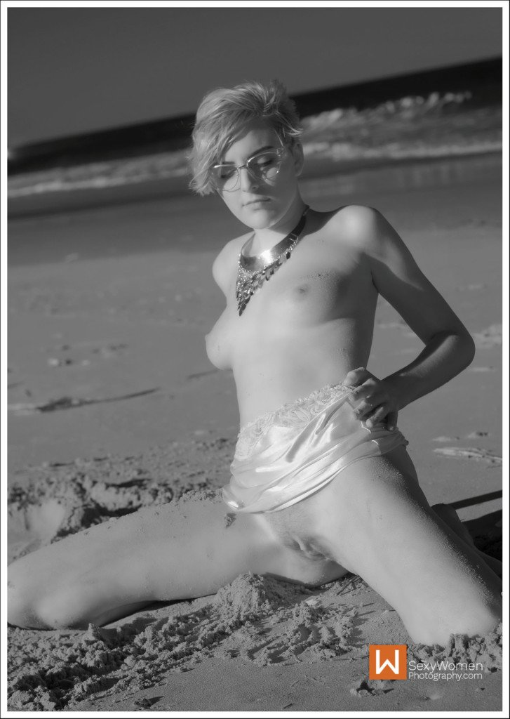 Photographing Infrared Nudes - Brittnie Nude At The Beach